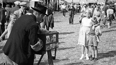 Fotograf på Skt. Knud Hestemarked 1952