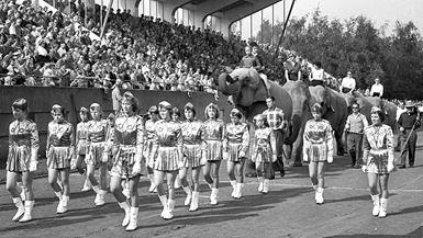 Brandmandsshow på atletikstadion 1958