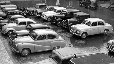 Kaotisk parkering på Gråbrødre Plads i 1955